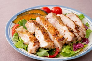 201943_luxury_salad_with_grilled_chicken
