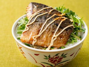 201944_sweet_and_spicy_teriyaki_mackerel_bowl
